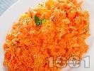 Рецепта Салата от моркови, портокал, орехи и майонеза